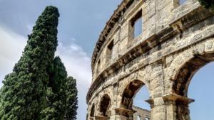 Amphitheater Colosseum Monument  - vilanchelo / Pixabay