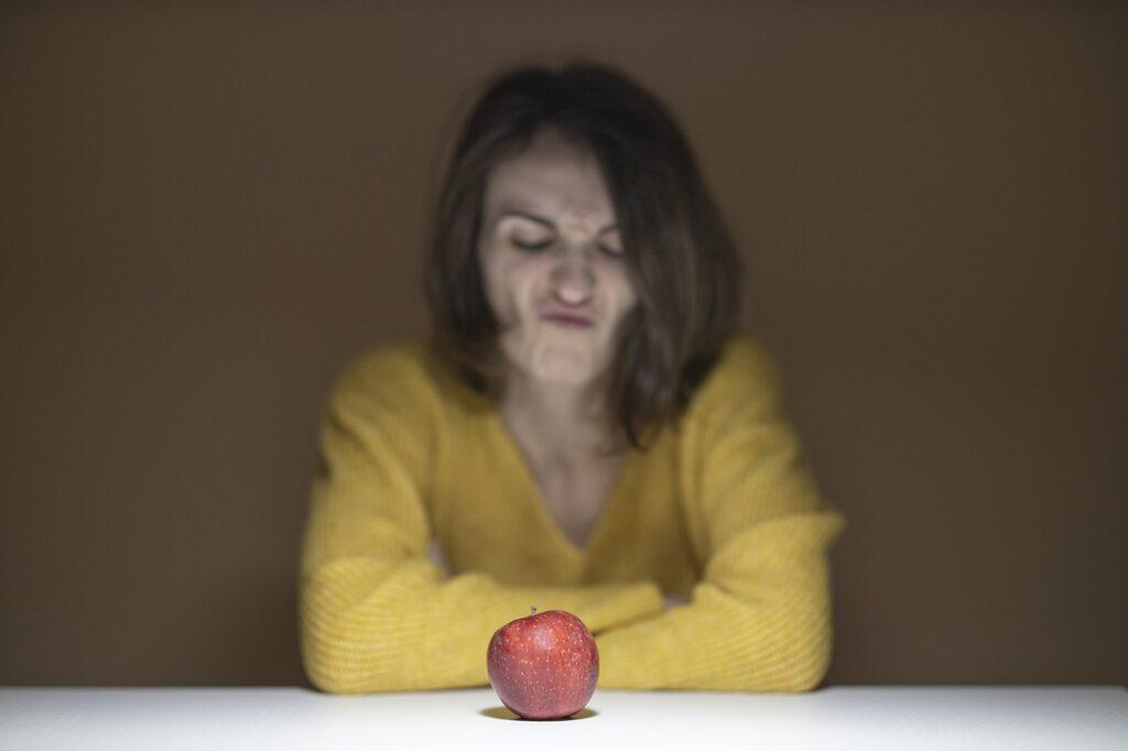 Apple Red Diet Lose Weight Health  - Engin_Akyurt / Pixabay