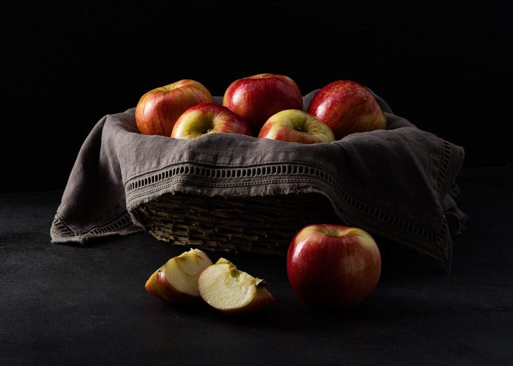 Apples Basket Still Life Fruits  - MVDigitalDesign / Pixabay