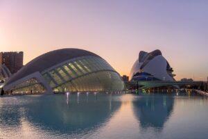 Architecture Buildings Pond Facade  - AMDUMA / Pixabay