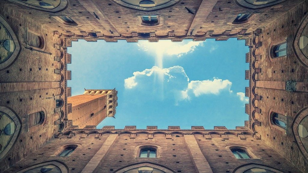 Architecture Clouds Wall  - Walkerssk / Pixabay