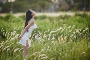Asian Woman Meadow Nature Portrait  - TieuBaoTruong / Pixabay