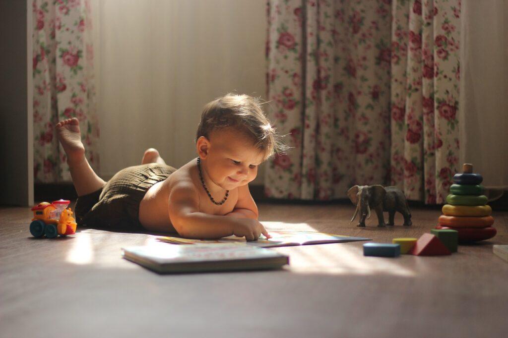 Baby Read Play Reading Playing  - katerinakucherenko / Pixabay