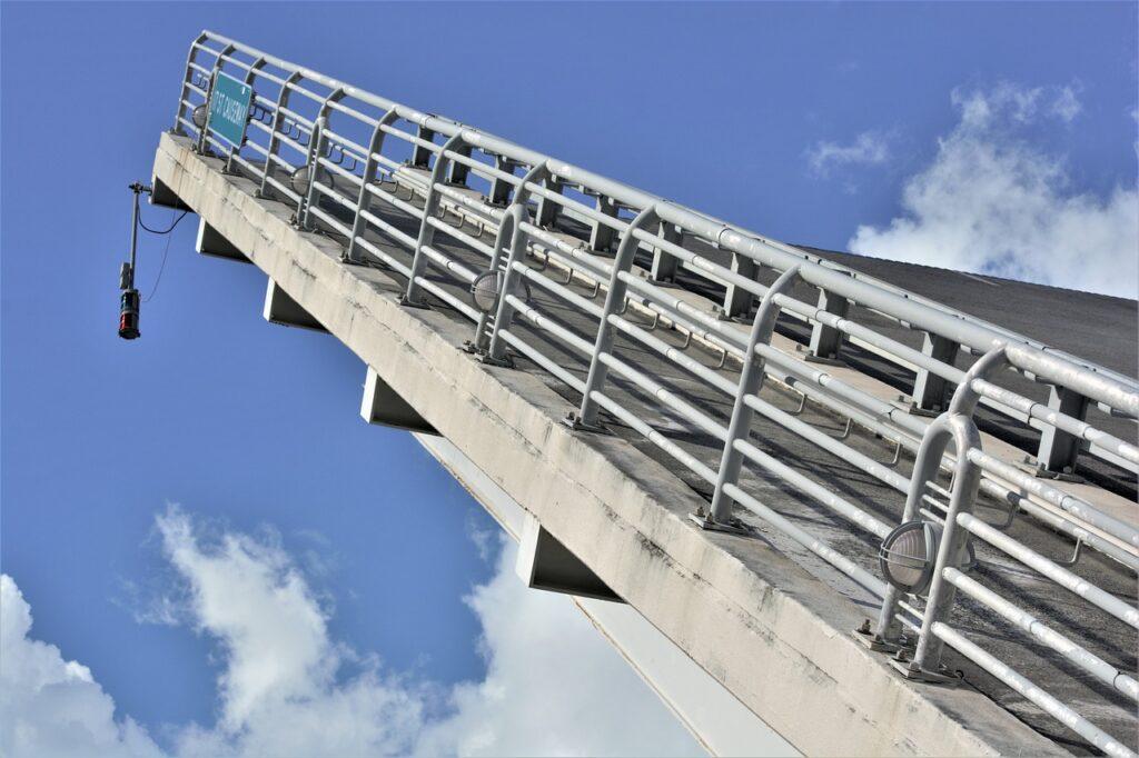Bascule Bridge Section Raised Closeup  - Scottslm / Pixabay