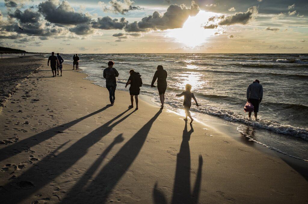 Beach People Sea Sand Footprints  - Hamsterfreund / Pixabay