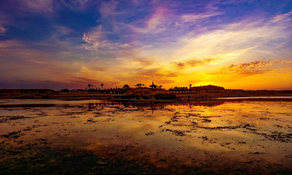 Beach Sunset Coast Resort Tropical  - lillolillolillo / Pixabay