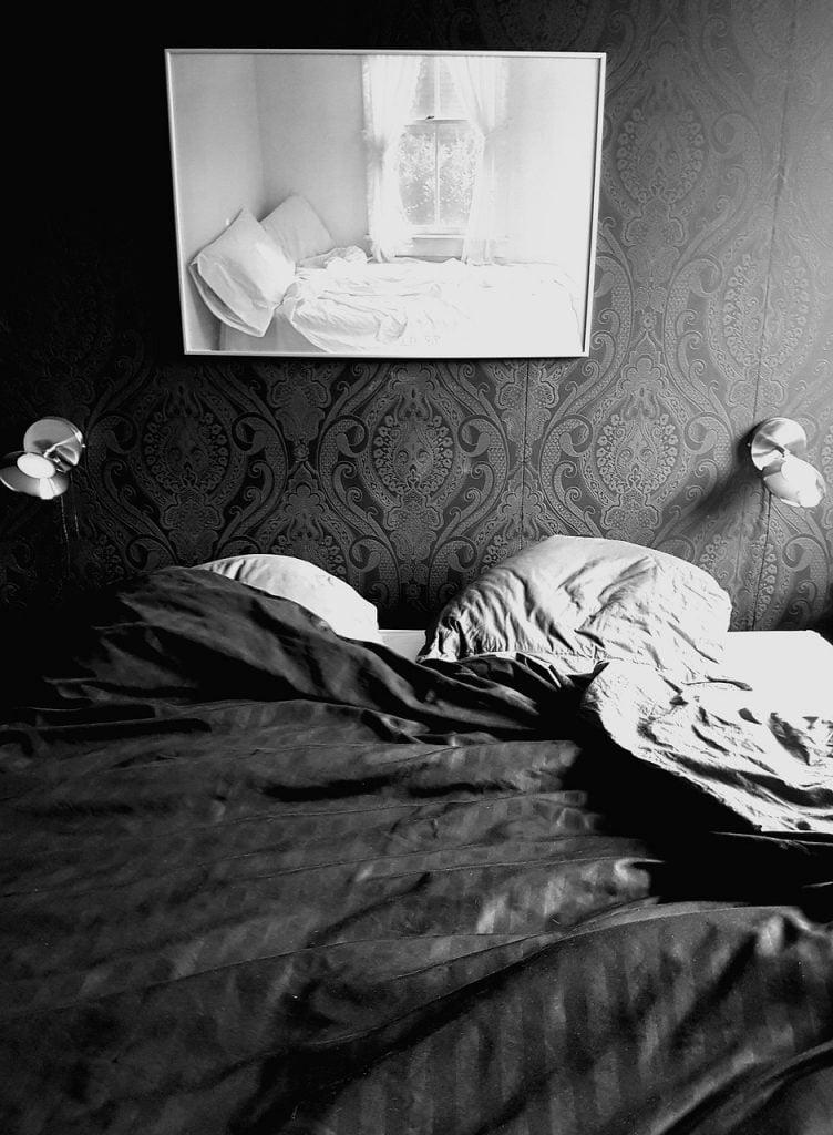 Bed Bedroom Sleep Room Bed Linen  - tvdrunen / Pixabay