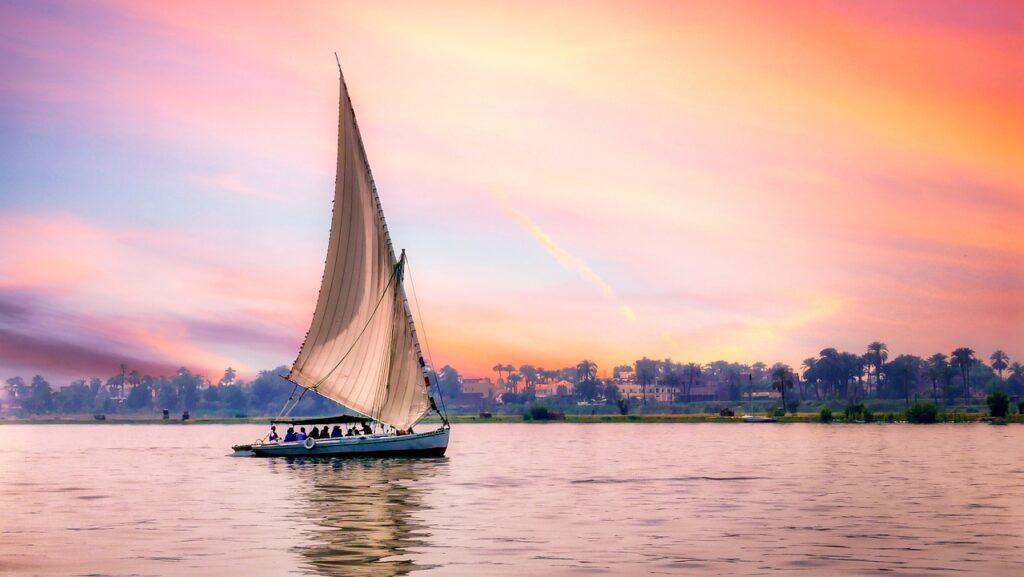 Boat River Coast Shore City View  - michaelaldridge / Pixabay