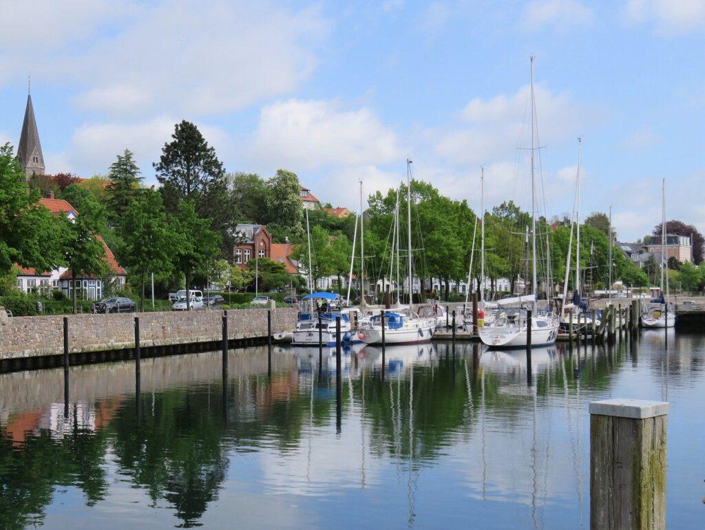 Boats Sea Port Dock City  - monika1607 / Pixabay