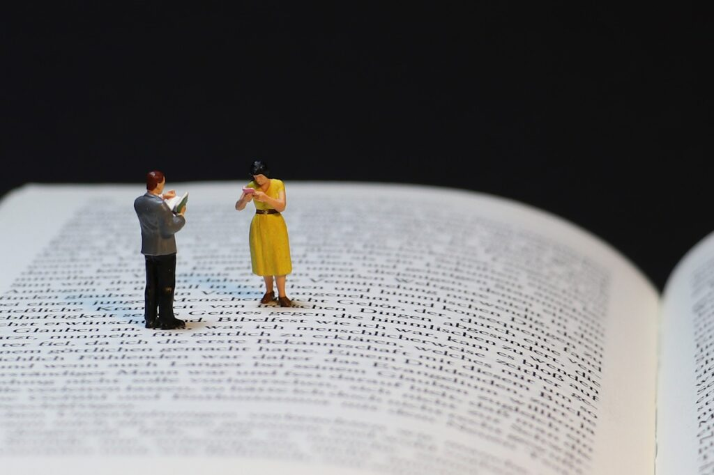 Book Miniature People Literature  - pearly-peach / Pixabay