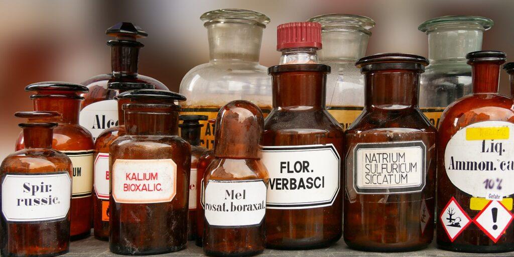 Bottles Medicine Science Medical  - blende12 / Pixabay