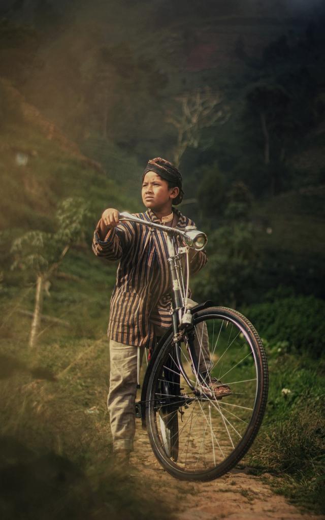 Boy Bicycle Blangkon Jawa Child  - ahsukurke / Pixabay