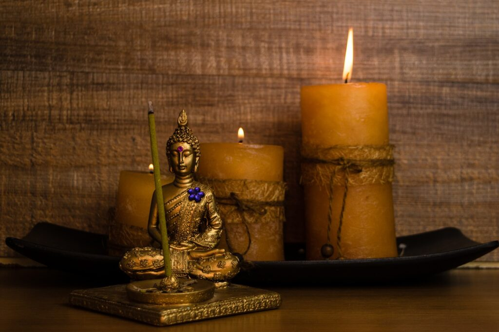 Buddha Statue Candles Spiritual  - ernestovdp / Pixabay