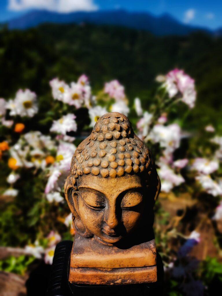 Buddha Statue Sculpture  - labunhanglimboo / Pixabay
