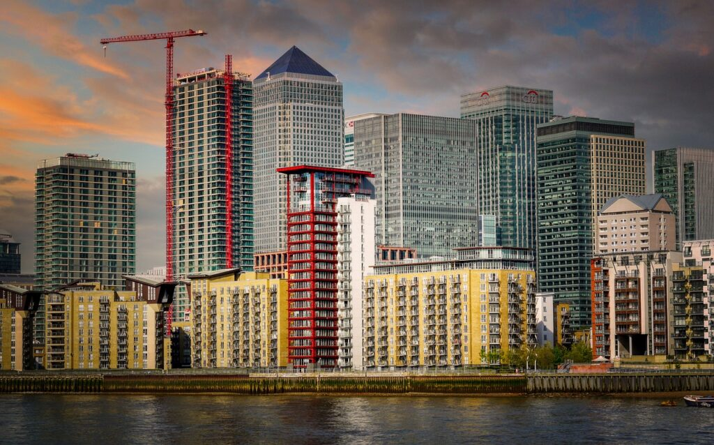 Buildings River City Cityscape  - fietzfotos / Pixabay