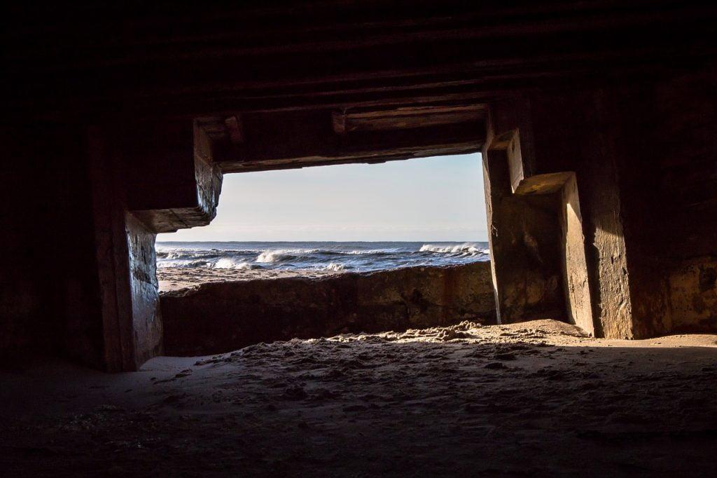 Bunker Sea Sand Ocean Sun  - 3094096 / Pixabay