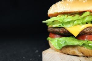 Burger Portrait Background Close Up  - LordLucas / Pixabay