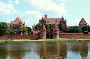 Castle Building Fortress River  - _Alicja_ / Pixabay