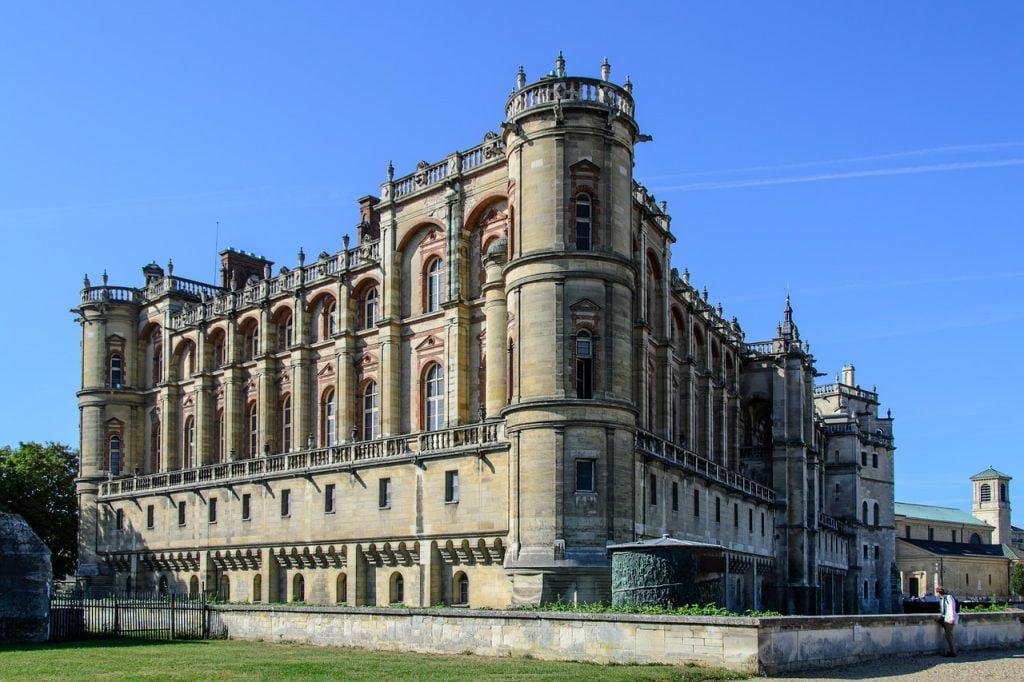 Castle Building France Paris  - bogitw / Pixabay