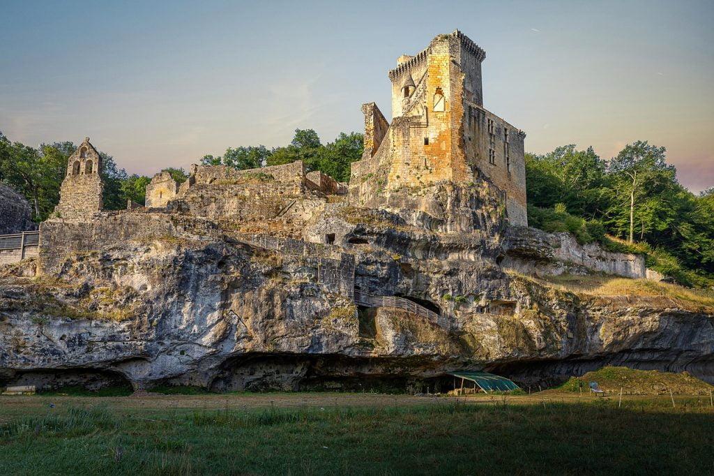 Castle Palace Ruins Medieval  - CD_Photosaddict / Pixabay
