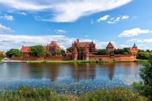 Castle River Malbork Castle Clouds  - marekcygan / Pixabay