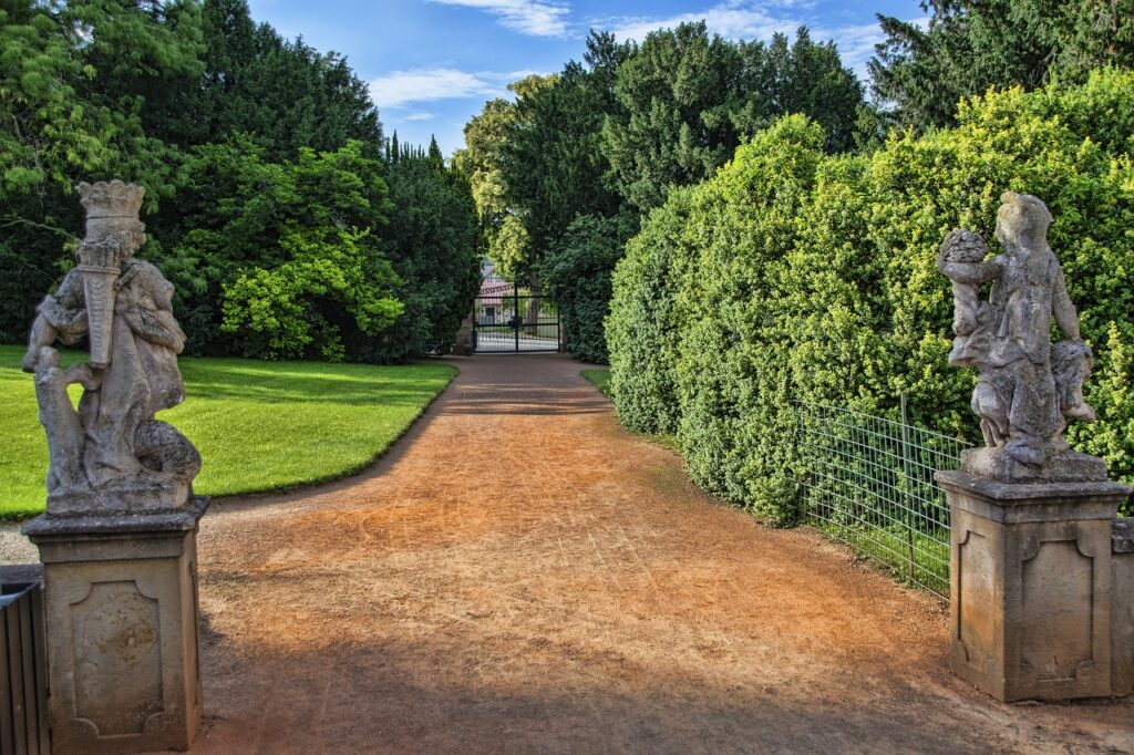 Castle Trees Path Door Gate  - Simy27 / Pixabay