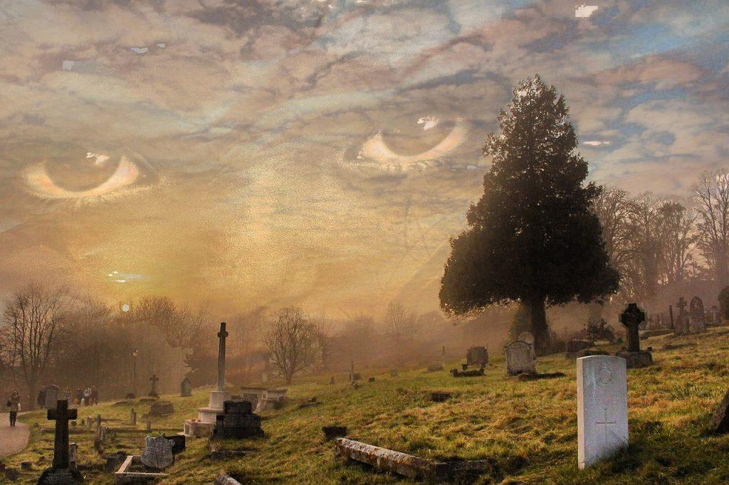 Cemetery Ghost Spirit Fear Scary  - Matryx / Pixabay