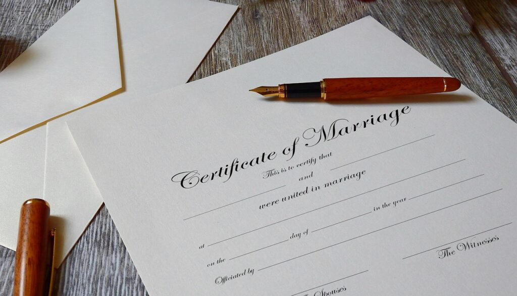 Certificate Paperwork Agreement  - Tumisu / Pixabay