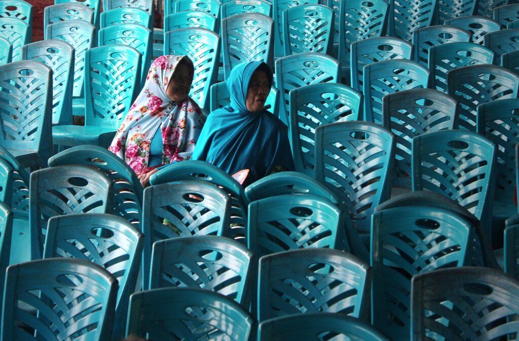 Chairs Women Muslim Hijab Islam  - senjakelabu29 / Pixabay