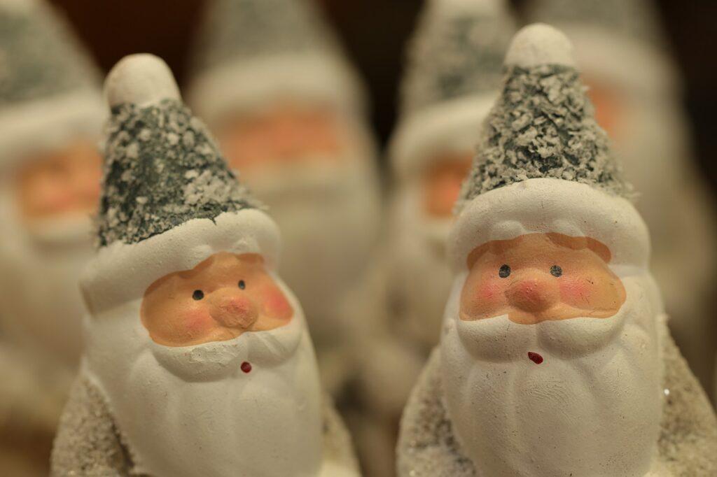Christmas Santa Claus Figurine  - MarjonBesteman / Pixabay