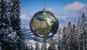 Christmas Winter Globe  - geralt / Pixabay