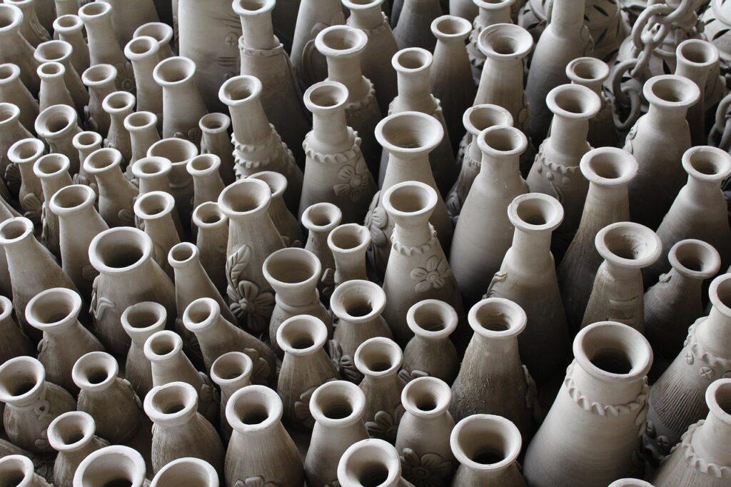 Clay Pots Vase Terracotta Pottery  - gauravguptagkp / Pixabay
