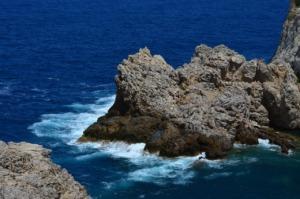 Cliffs Rock Water Nature Coast  - Huskyherz / Pixabay