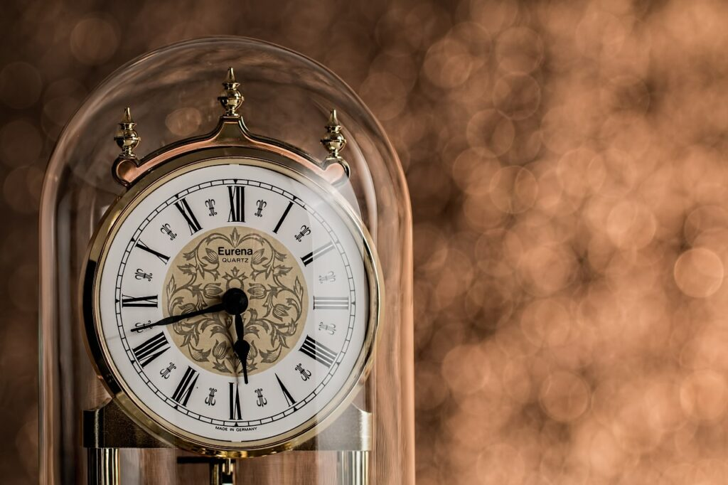 Clock Time Minutes Hours Ageing  - stevepb / Pixabay