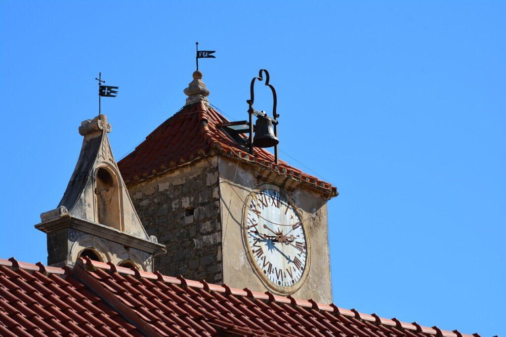 Clock Tower Belfry Roof Bell Clock  - VeleMarinkovic / Pixabay