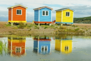 Colorful Cabins Lake Newfoundland  - PuaBar / Pixabay