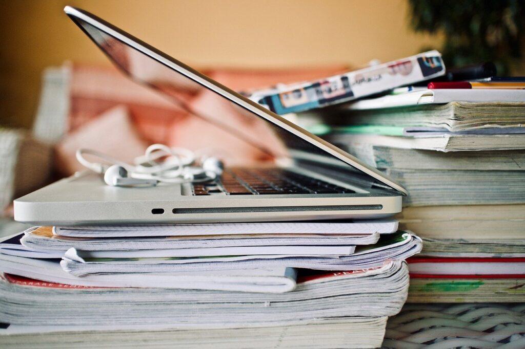 Computer School Earphones Books  - sweetlouise / Pixabay