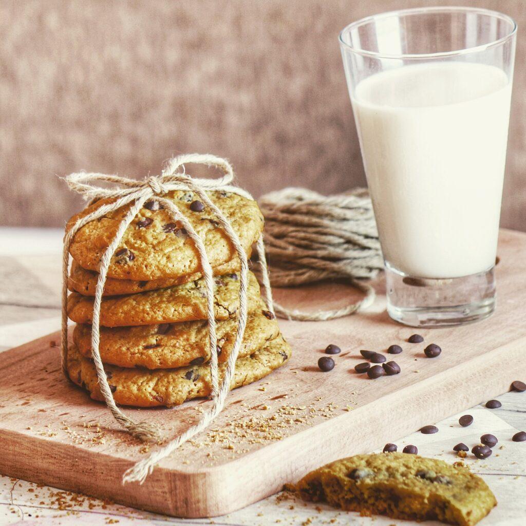 Cookies Milk Chocolate Chip Cookies  - Ragabz / Pixabay
