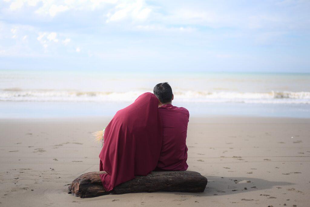 Couple Romantic Beach Sand Coast  - rahmadani578 / Pixabay