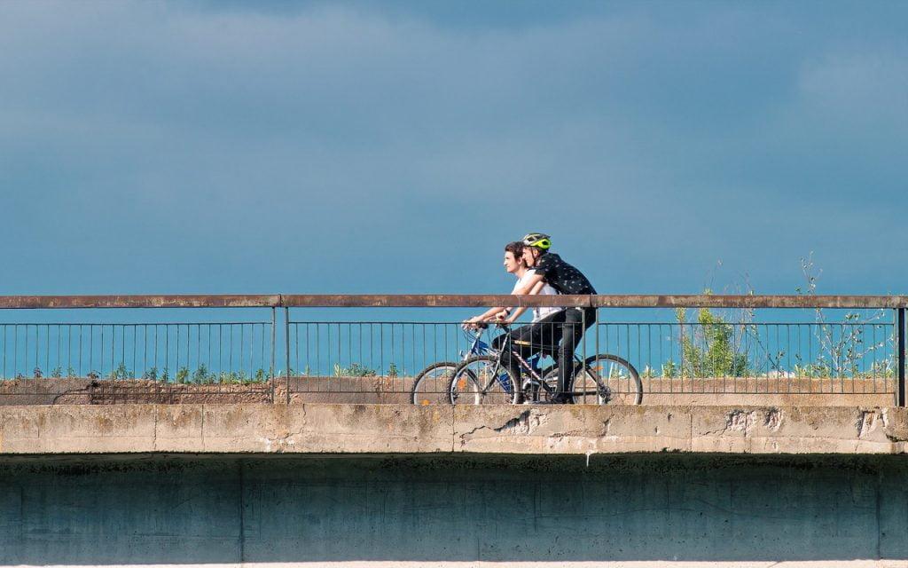 Cyclists People Male Going Bicycle  - icsilviu / Pixabay