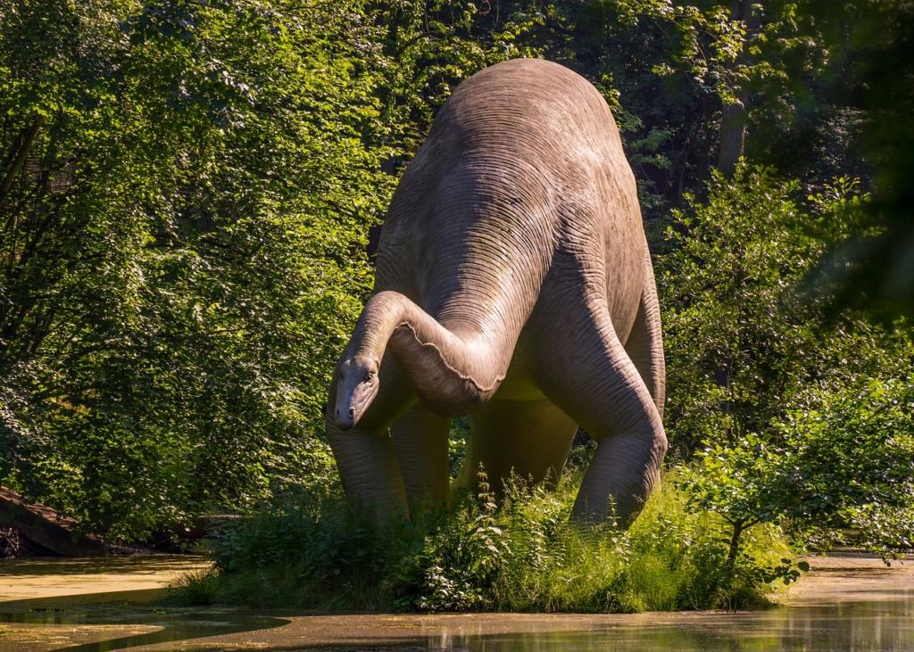 Dinosaur Sculpture Park Pond  - MandrillArt / Pixabay