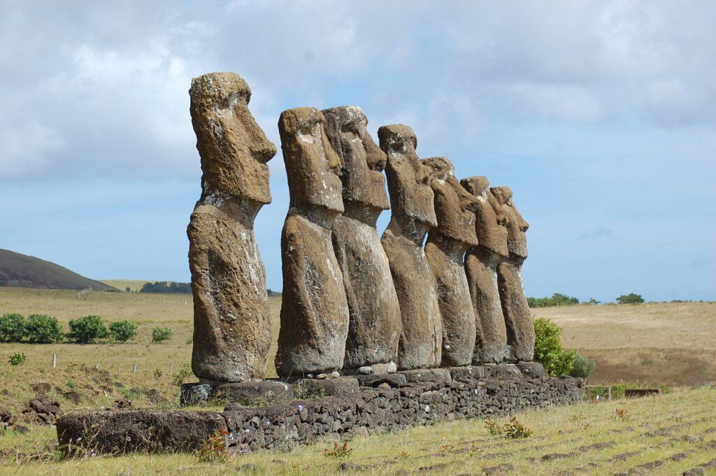 Easter Island Rapa Nui Moai Statue  - blaxxtock / Pixabay