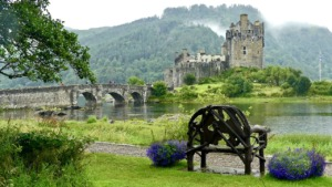 Eilean Donan Castle Scotland Chateau  - Anwic / Pixabay