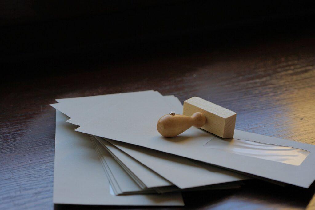 Envelopes Letters Wooden Stamp  - webandi / Pixabay