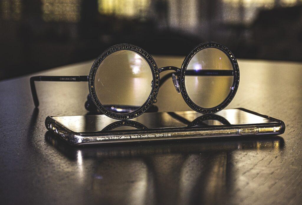 Eyeglasses Smartphone In Quarantine  - Ri_Ya / Pixabay