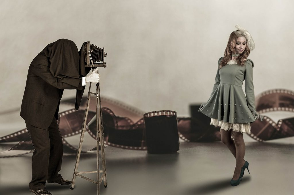 Fantasy Composing Old Photographer  - Willgard / Pixabay