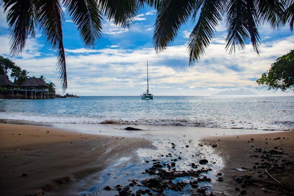 Fishing Boat Beach Shore Sea Ocean  - Ri_Ya / Pixabay