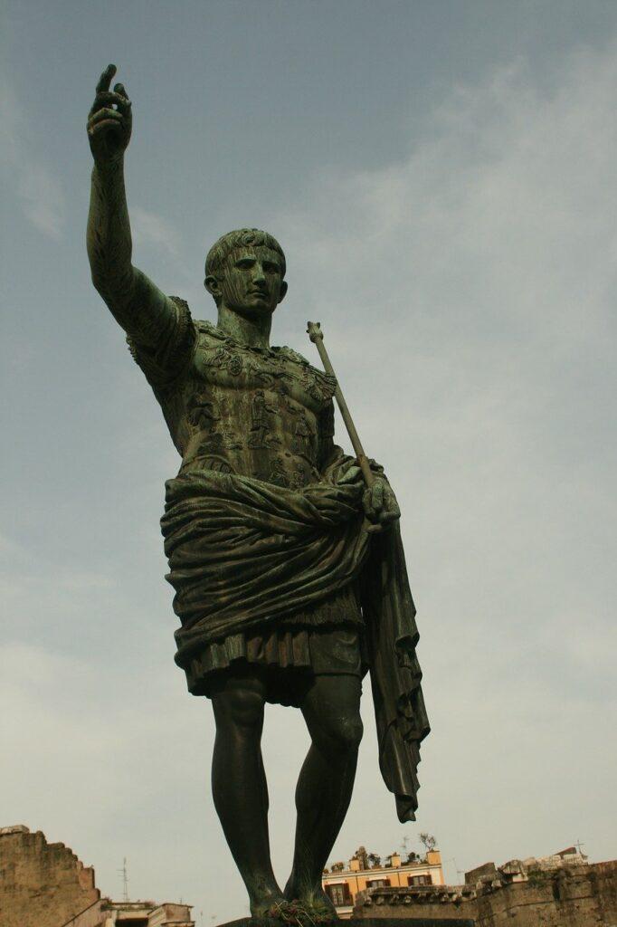 Gaius Iulius Caesar Statue Emperor  - pimpompin / Pixabay