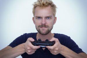 Game Man Gamer Playing Player  - Sammy-Williams / Pixabay