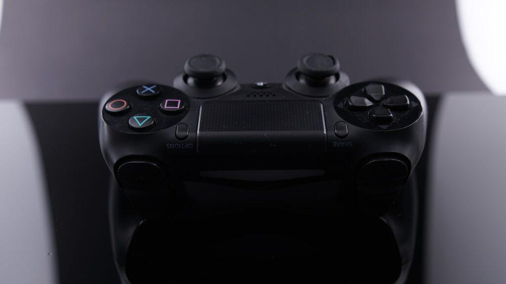 Gaming Controller Playstation  - feenhaar / Pixabay